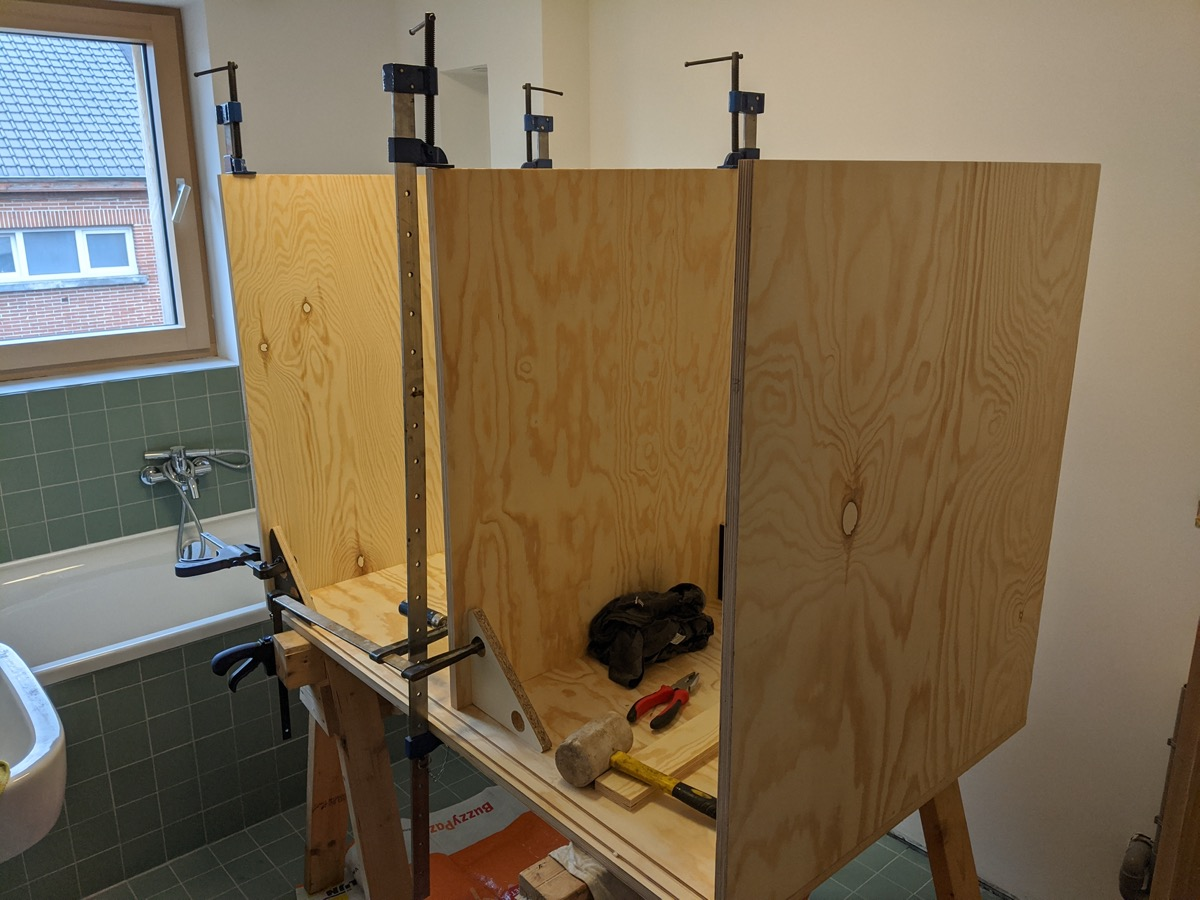 No stress glue-up in phases